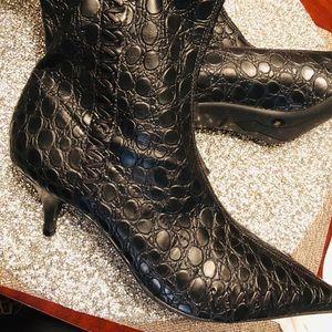 Gianni bini black boties size 8 M